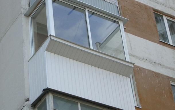 У Києві семирічний хлопчик випав з балкону