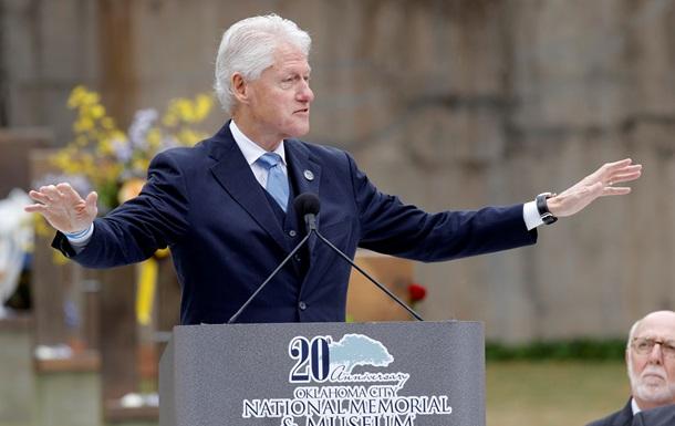 Літак з Біллом Клінтоном здійснив екстрену посадку в Танзанії - ЗМІ