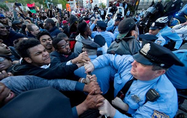 В Филадельфии манифестанты подрались с полицией из-за Балтимора