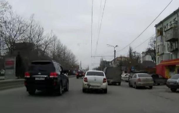 Кортеж голови Дагестану, що  карає  водіїв, став хітом YouTube
