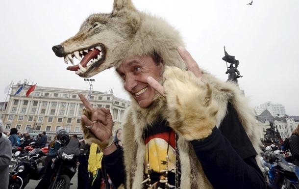 Два байкера из клуба Ночные волки добрались до Вены
