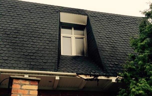 Екс-губернатору Сумської області невідомі намагалися підпалити будинок