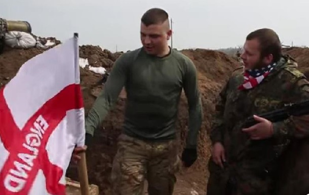 Принц Гарри  установил флаг Англии на позициях Азова под Широкино