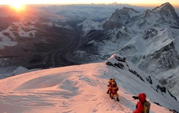 Землетрясение в Непале сделало невозможным восхождение на Эверест