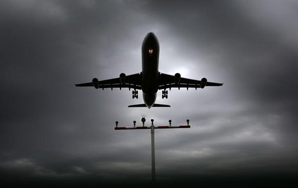 В Італії намагаються створити павутину, яка витримує вагу літака, що падає