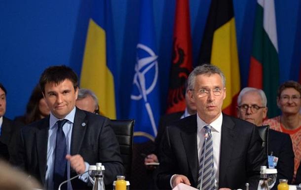 НАТО: розміщення російської ядерної зброї в Криму дестабілізує регіон