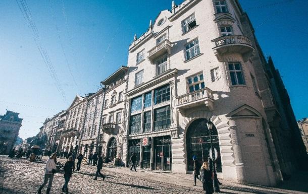 Увеличилось число отравившихся в ресторане в центре Львова