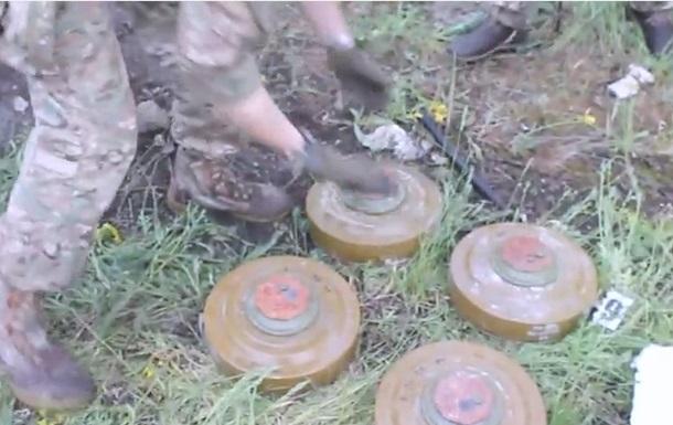 СБУ в одному з сіл Донбасу виявила схованку з боєприпасами