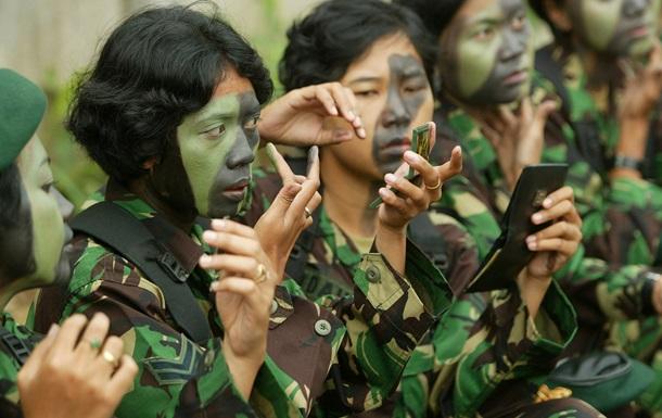 Армию Индонезии призывают прекратить проверки новобранцев на девственность