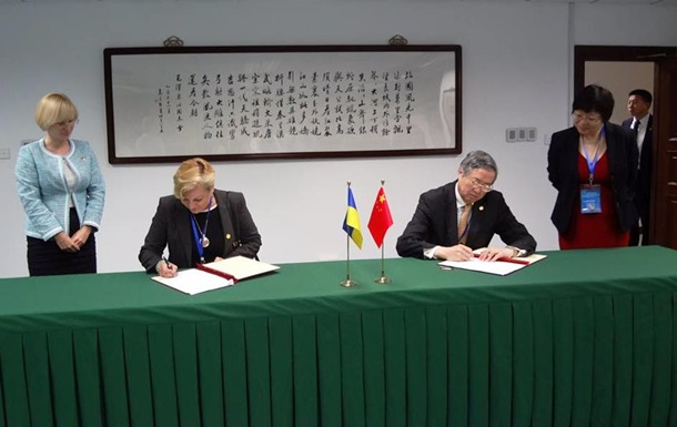 Гонтарева підписала в Китаї валютну операцію на 54 мільярди