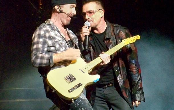 Гітарист групи U2 впав зі сцени під час концерту