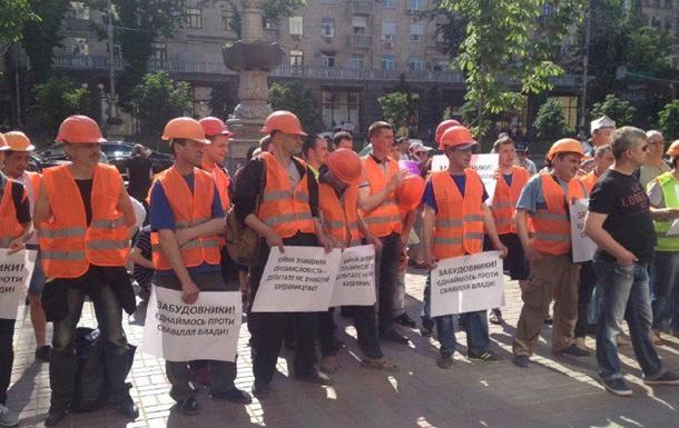 До Київради увірвалося з кілька десятків активістів
