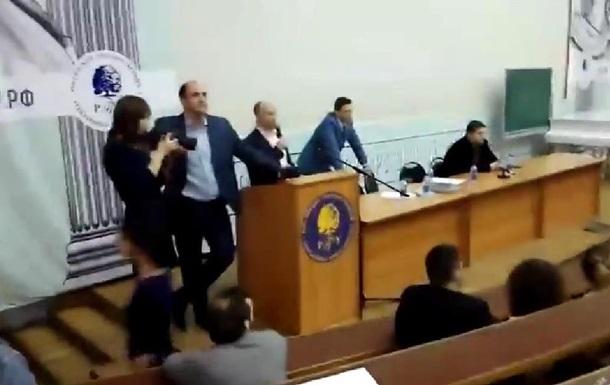 Московские студенты сорвали выступление одного из лидеров  Антимайдана