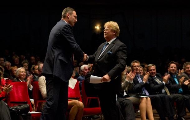 Кличко получил премию за вклад в сближение с ЕС