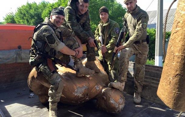 Ленинопад продолжается: снесли памятники в Курахово и Красном Лимане