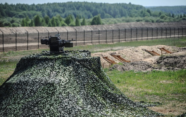 Росія вирила рів завдовжки в 100 км уздовж кордону з Донбасом