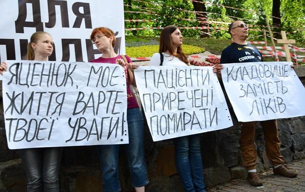 ВИЧ-инфицированные в Украине могут остаться без лекарств