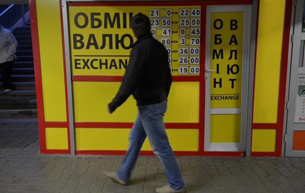 Долар на міжбанку стабільний 29 травня, в обмінниках подешевшав