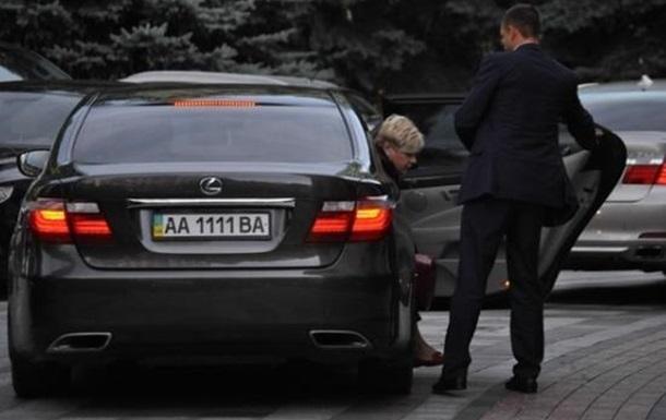 Гонтарева пересела на бронированный  Мерс , на котором ездит, грубо нарушая ПДД