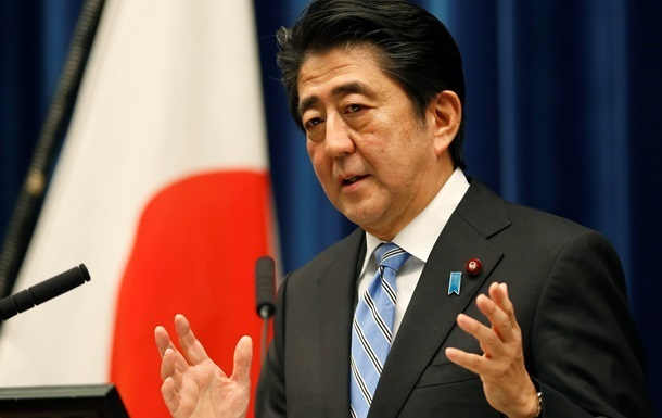 Премьер Японии впервые в истории посетит Украину