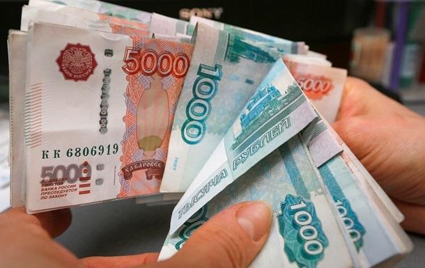 В России рубль опустился до двухмесячного минимума
