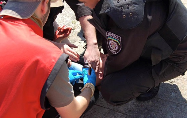 Раненый на гей-параде милиционер находится в реанимации - Геращенко