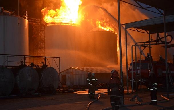 Один пострадавший от пожара на нефтебазе под Киевом скончался