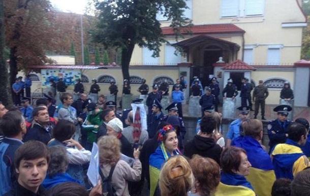 Милиция решает вопрос о деле после протеста у генконсульства РФ в Харькове
