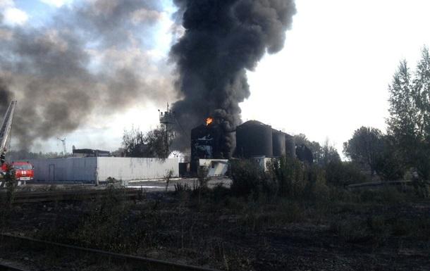 В ГСЧС заявили об угрозе повторного взрыва на нефтебазе