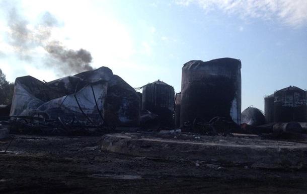 Пожар на нефтебазе под Киевом до сих пор не удалось потушить