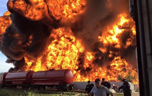 Под Киевом горит нефтебаза. Возможная причина - поджог