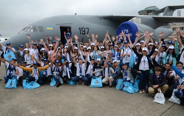 Фонд Колесникова отвез больше ста студентов-авиаторов на авиасалон Ле Бурже