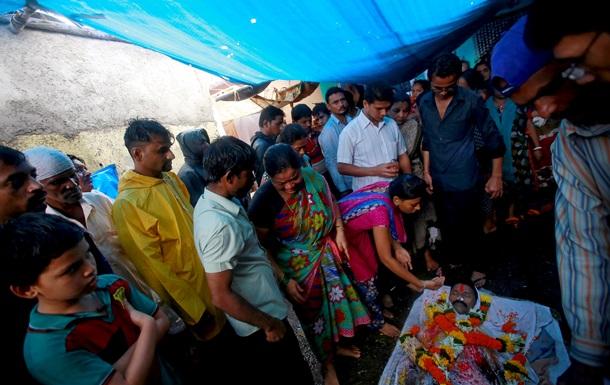 От отравления алкоголем в Индии умерло уже 90 человек