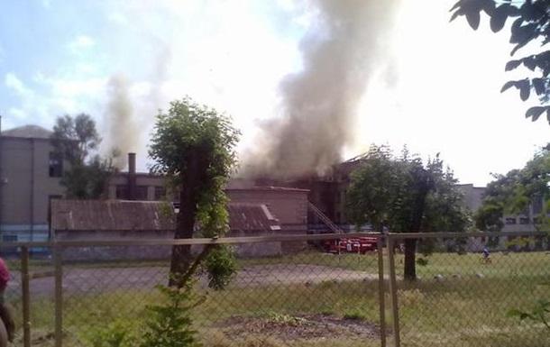 В Запорожье горит школа