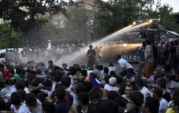 Итоги 23 июня: Разгон митинга в Ереване, очередные переговоры по Донбассу
