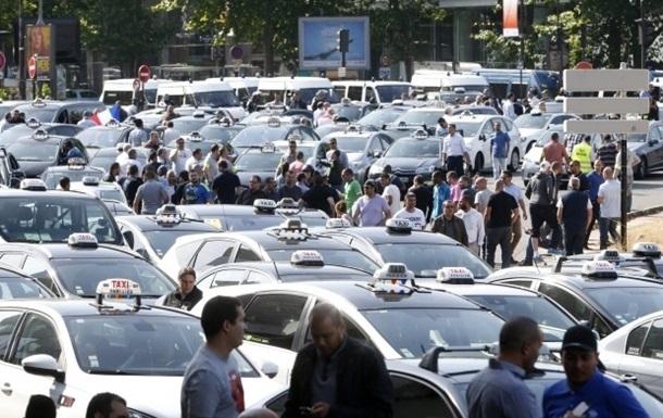 Премьер Франции обещает наказать таксистов-забастовщиков