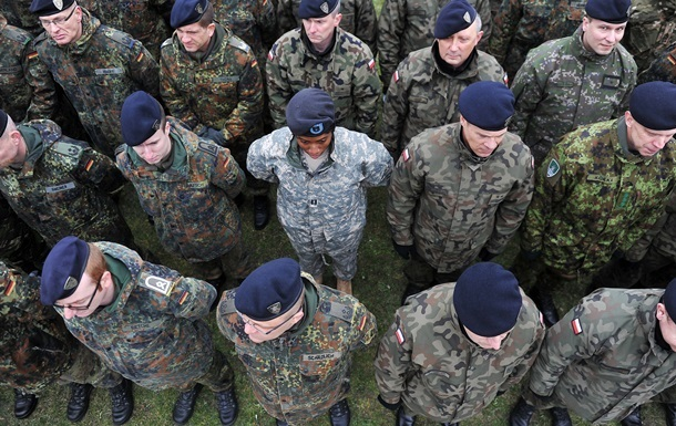 Порошенко дозволив допуск в Україну іноземних військ
