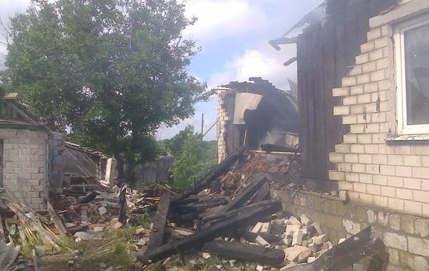 Обстрел Станицы Луганской: погибла женщина, сгорели дома