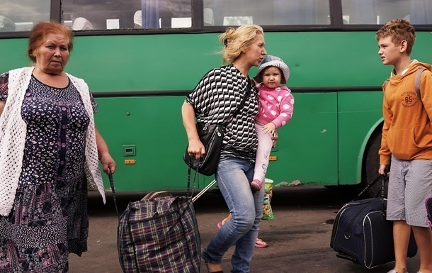 За границей убежища ищут почти миллион украинских беженцев