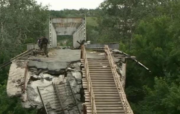 Символ войны: по разрушенному мосту из ЛНР - репортаж