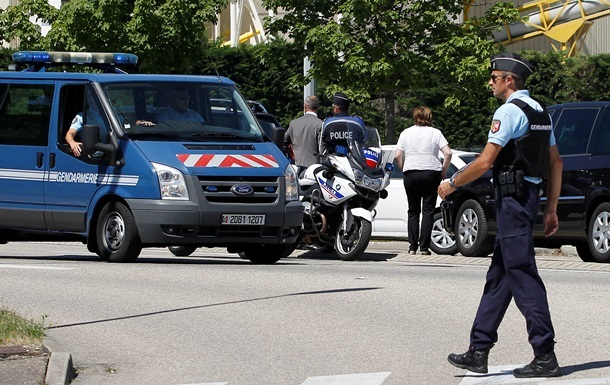 Подозреваемый в нападении на завод во Франции начал давать показания