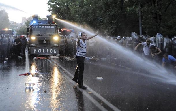 Полиция Еревана намерена очистить улицы от митингующих до конца дня