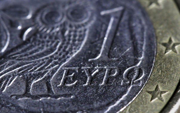 Евро дешевеет на фоне кризиса в Греции