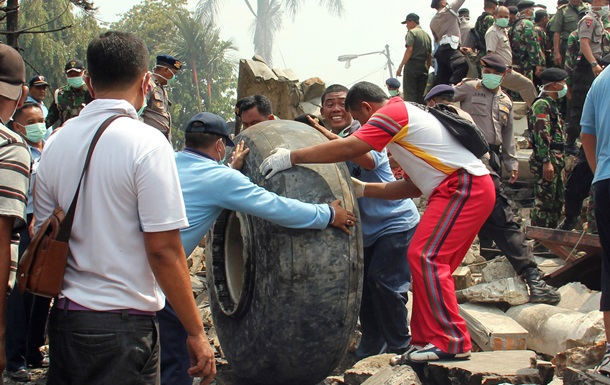 Авиакатастрофа в Индонезии: погибли все, кто был в самолете