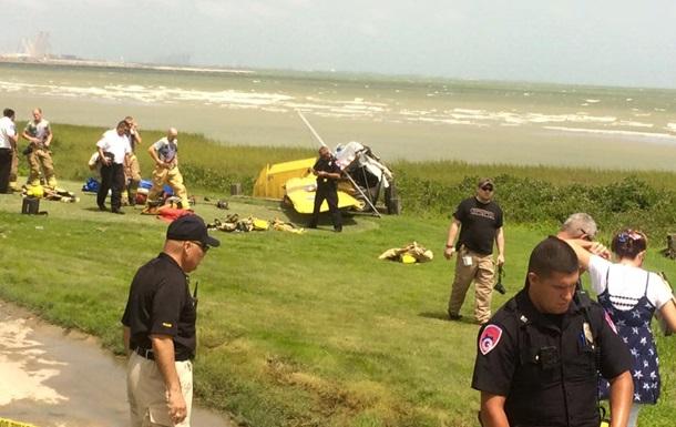 В США легкомоторный самолет упал рядом с жилым кварталом