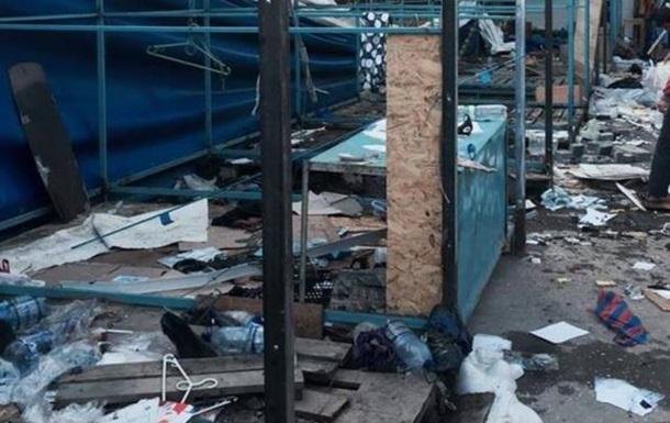 В центре Симферополя сносят рынок: торговцы вышли на протест