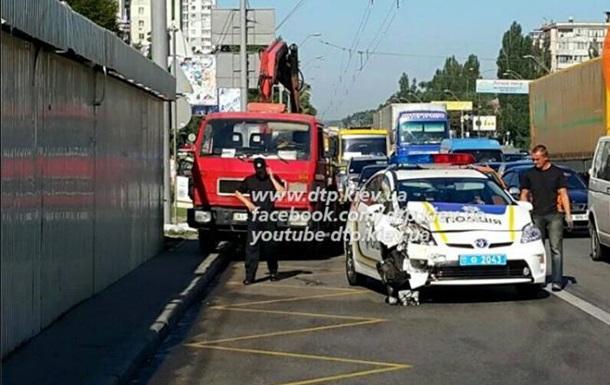 В Киеве машина полиции протаранила маршрутку