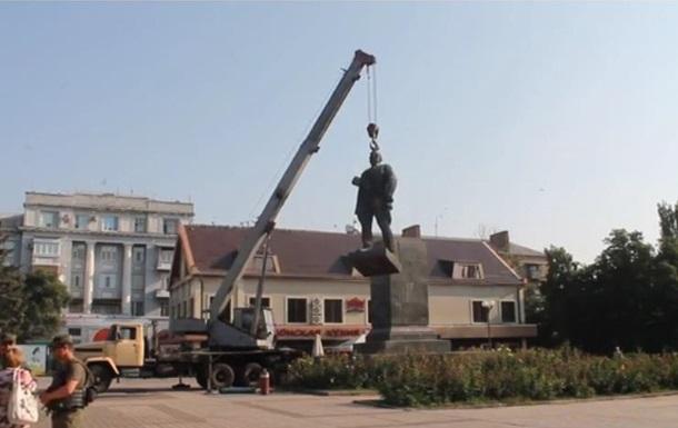 В Артемовске снесли памятник Артему