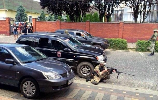 Перестрелка в Мукачево: в Сети появились записи с камер наблюдения