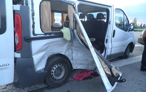 ДТП на трассе Киев-Чоп: один погибший, пять раненых